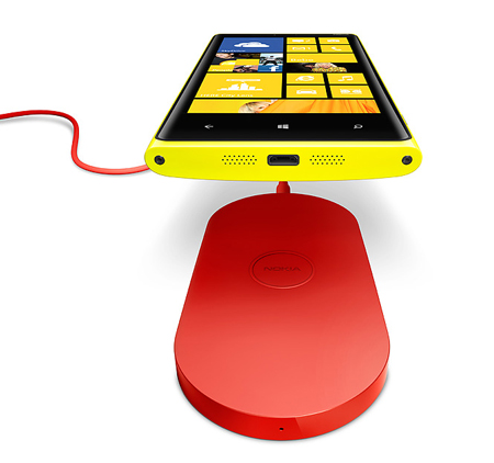 Innovative design lets you charge your Nokia Lumia 920 without plugging in.